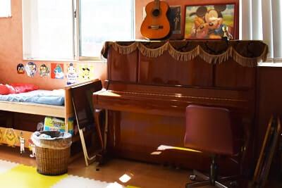 放課後などデイサービスちよの里のピアノ